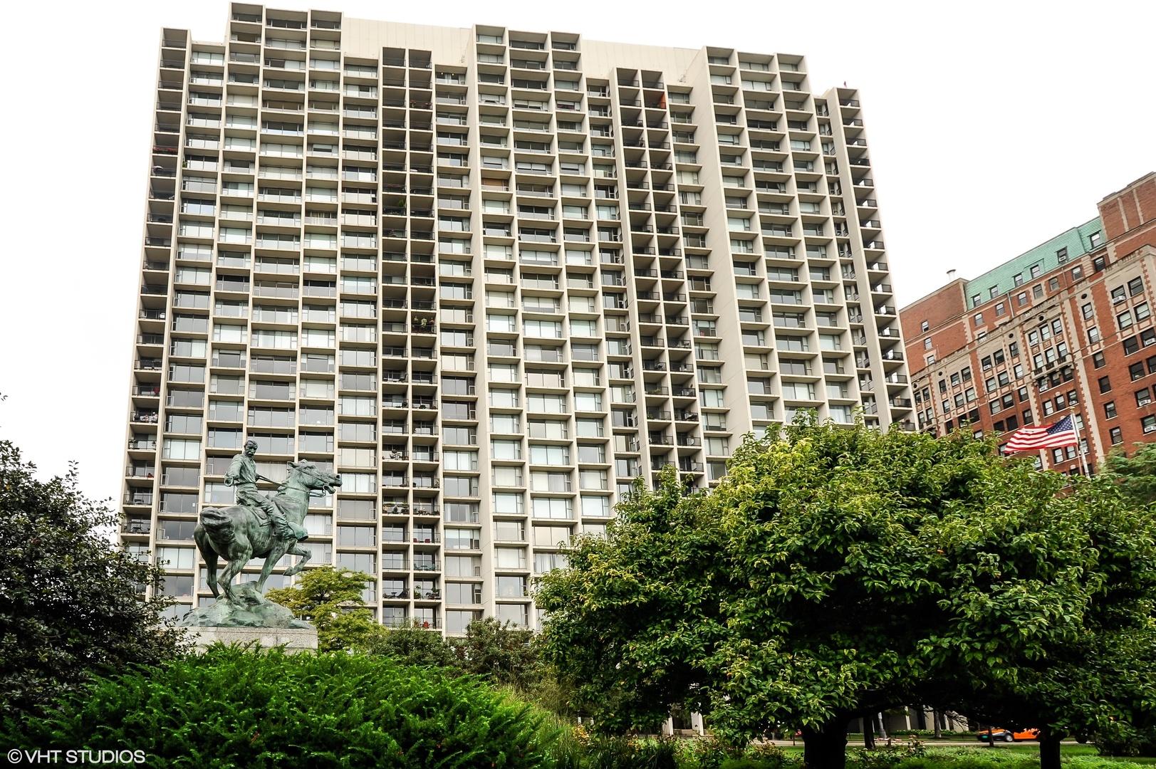 3200 N Lake Shore Drive, Chicago, IL 60657