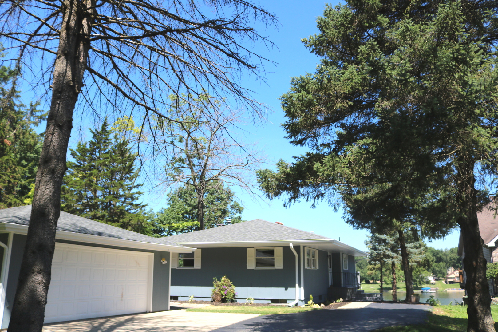 850 Holiday Drive, Lake Holiday, IL 60548
