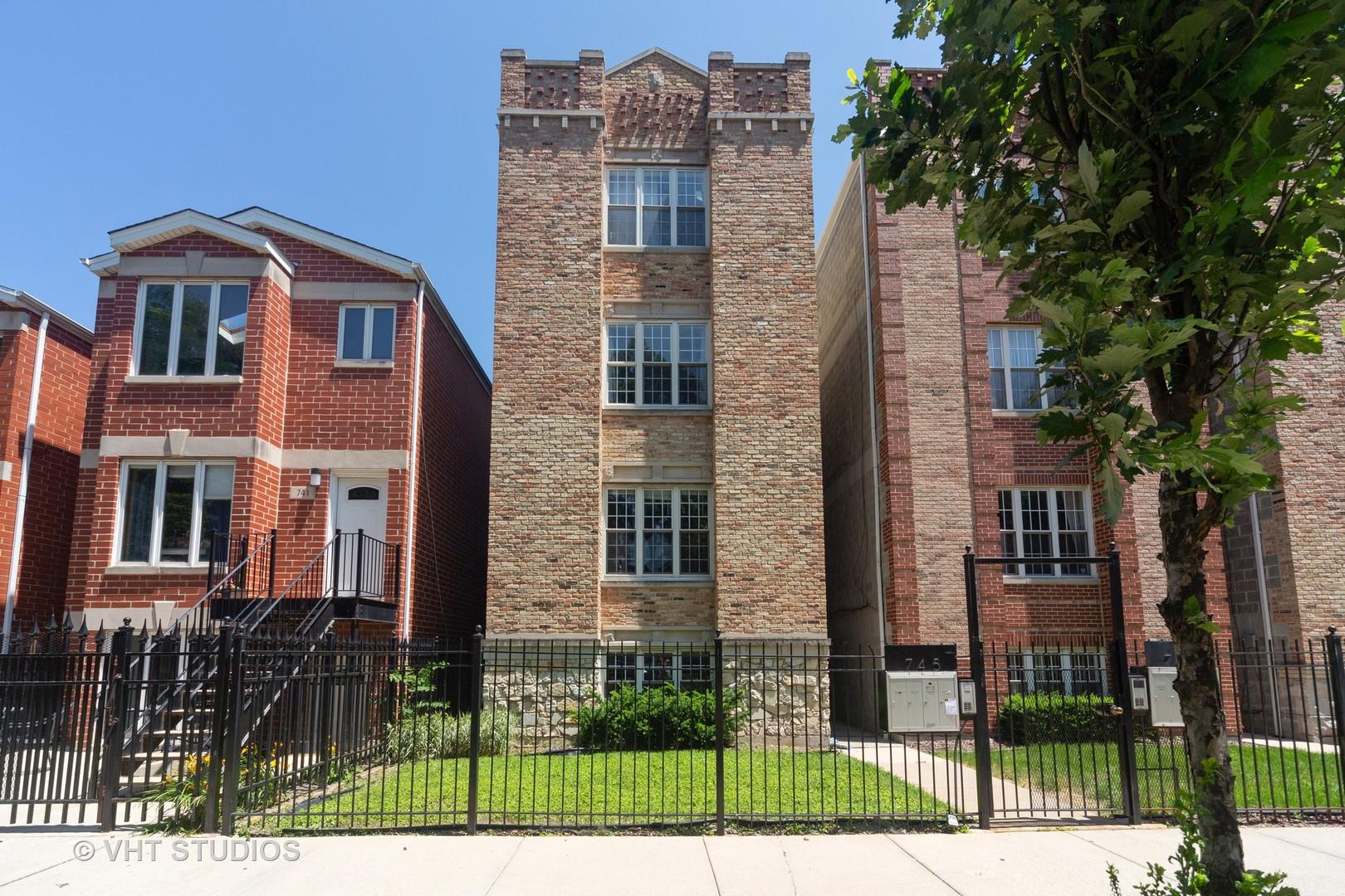 745 S Claremont Avenue, Chicago, IL 60612