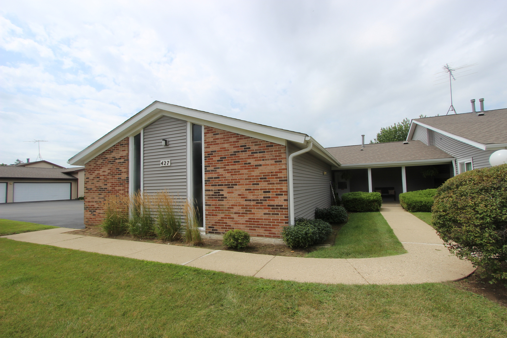 427 N Thornwood Drive, Mchenry, IL 60050