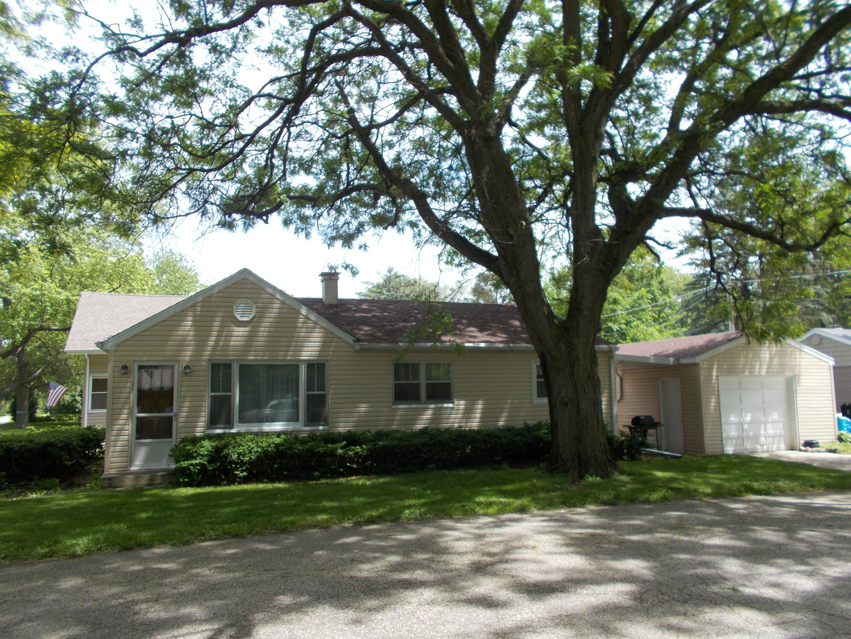 4 Kent Avenue, Crystal Lake, IL 60014