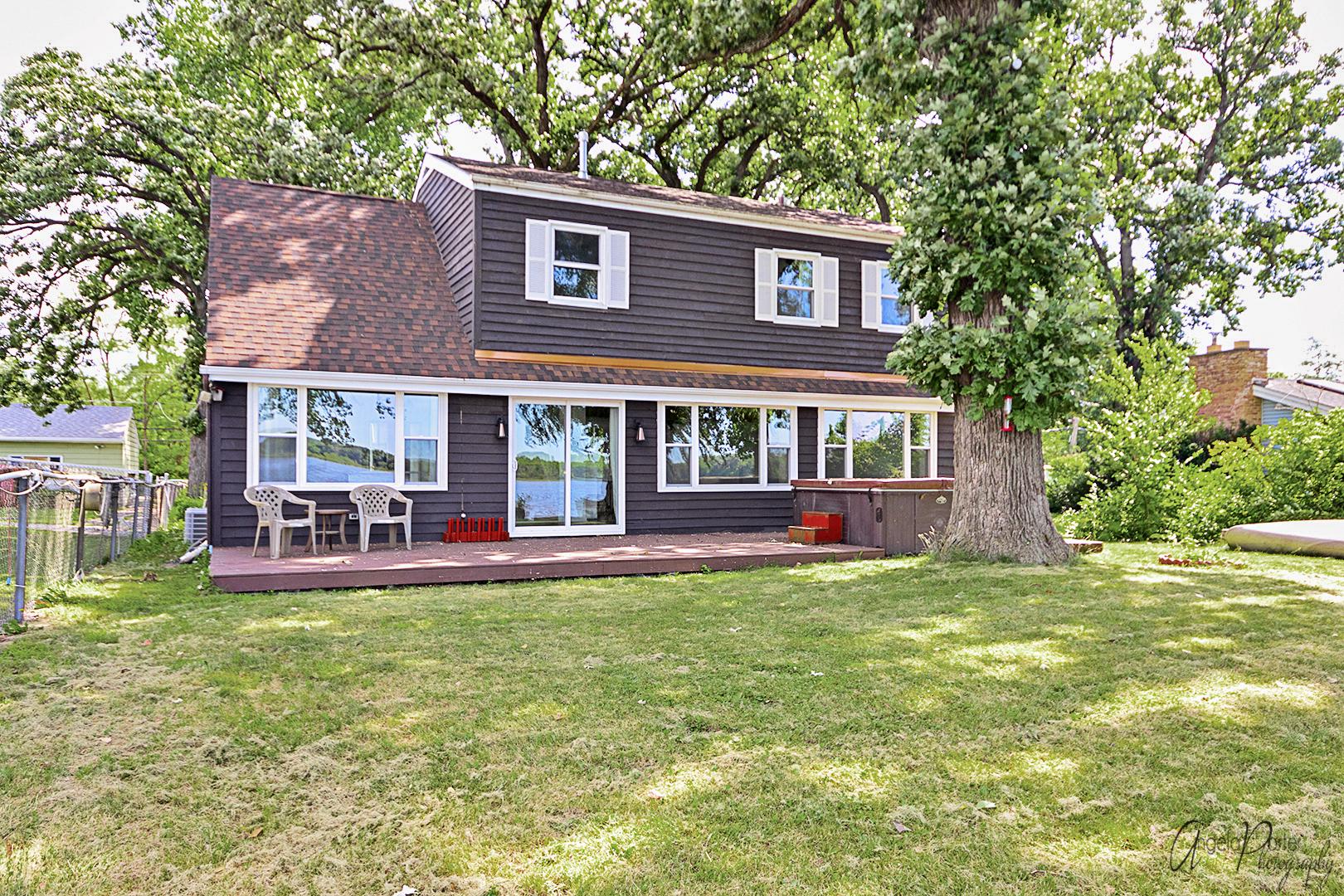 819 W Northeast Shore Drive, Mchenry, IL 60051
