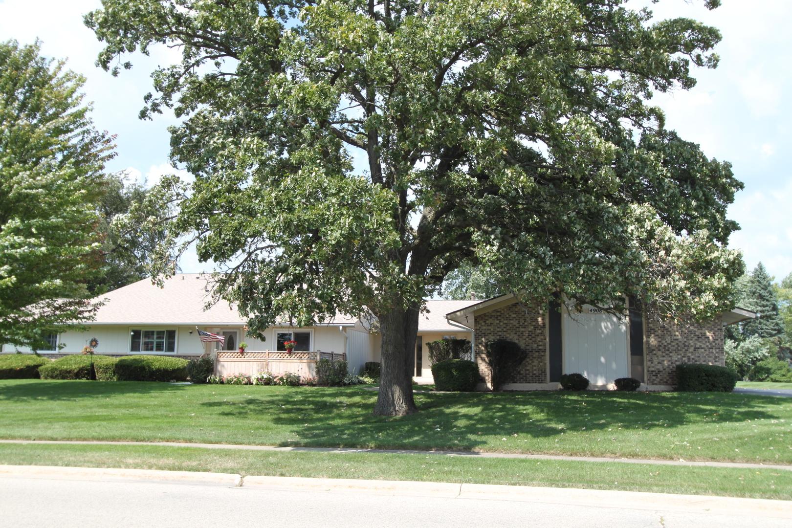4908 W Oakwood Drive, Mchenry, IL 60050
