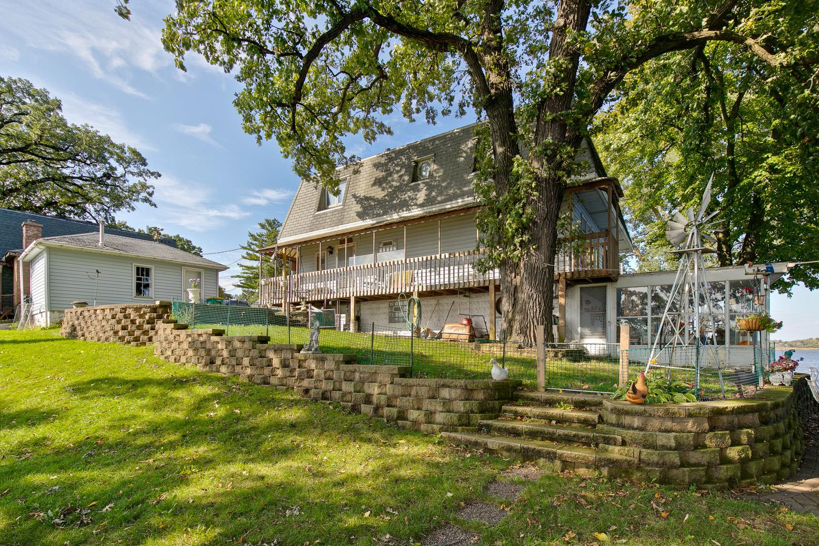 169 Riverside Island Drive, Fox Lake, IL 60020