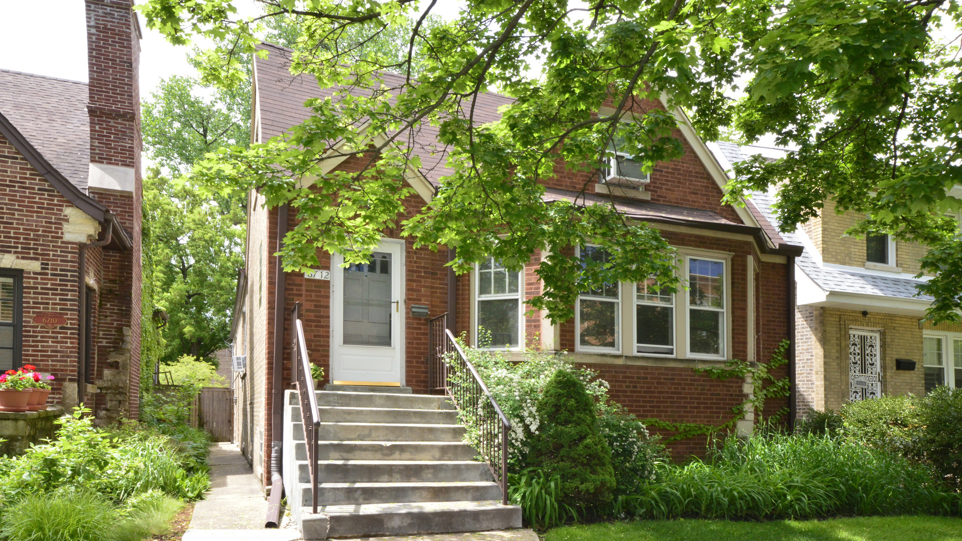6712 N Fairfield Avenue, Chicago, IL 60645