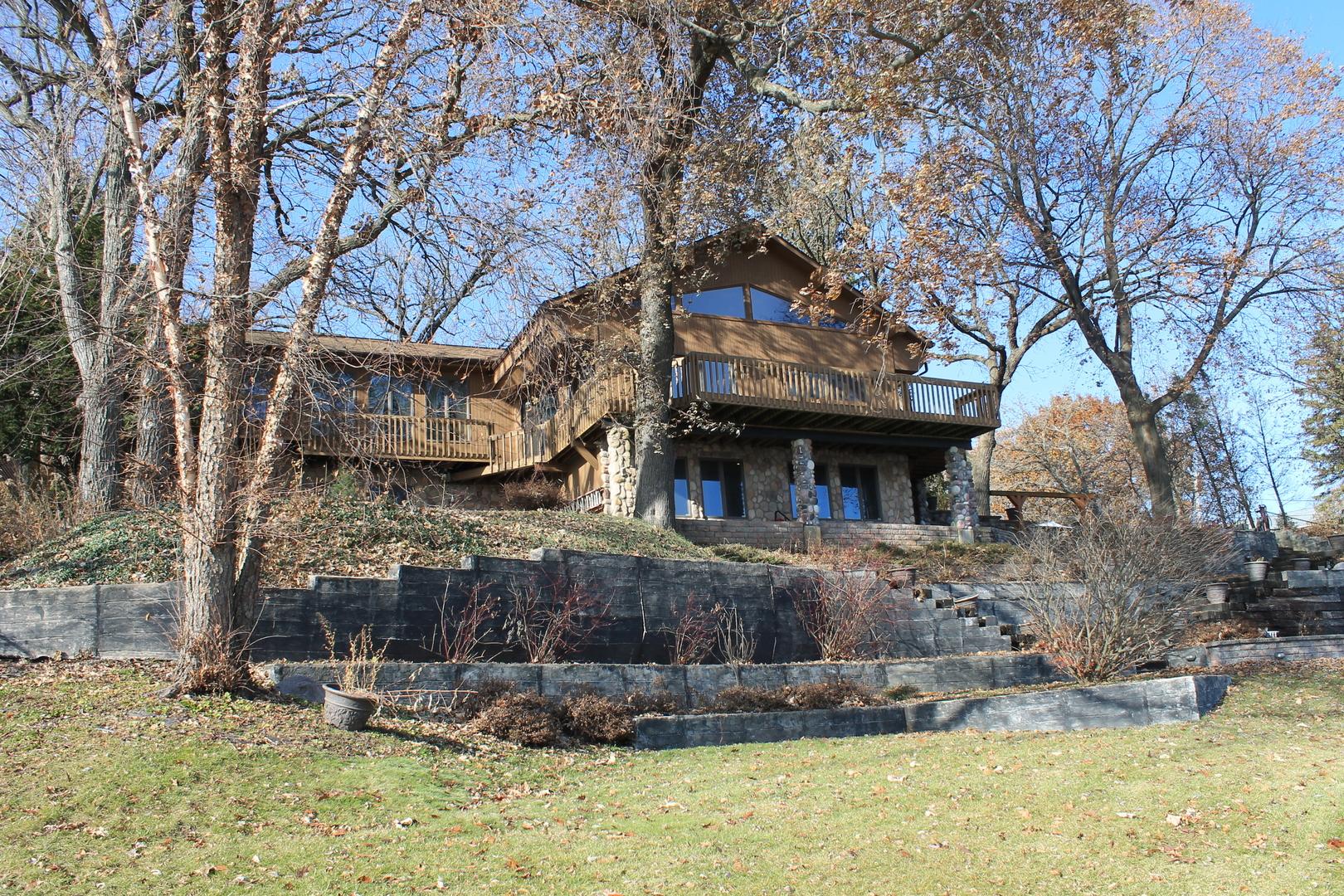 5304 W Lake Shore Drive, Wonder Lake, IL 60097