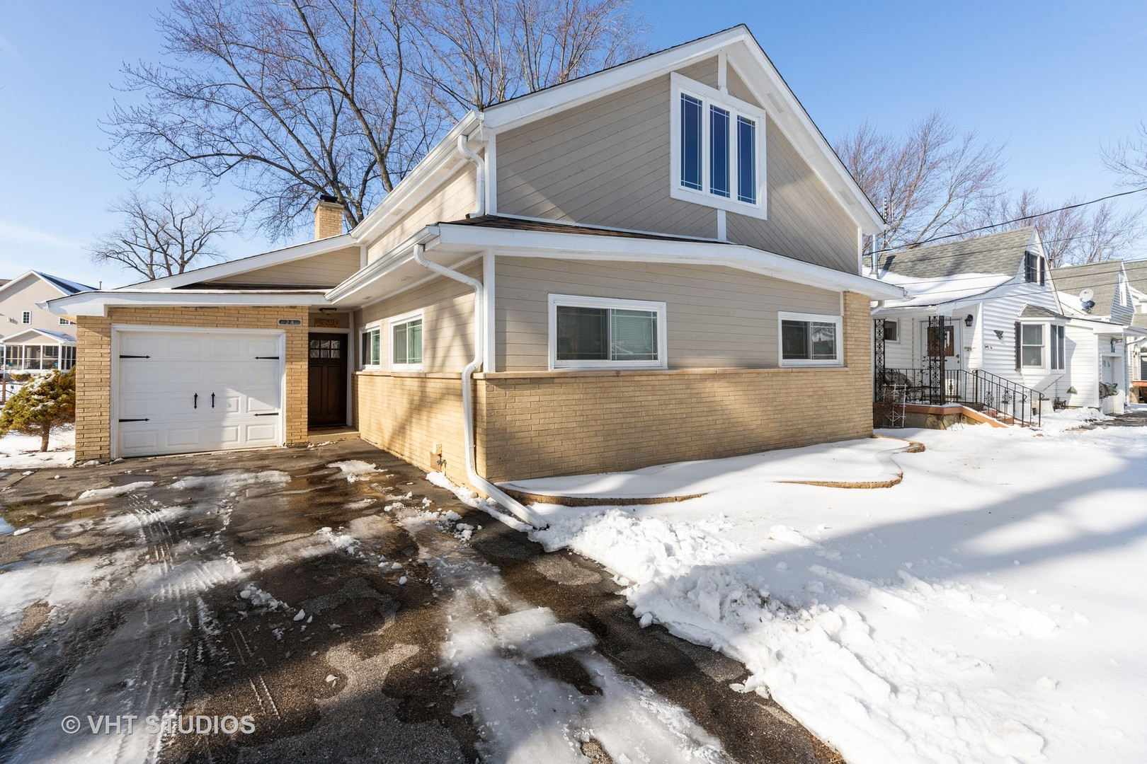24 Atwater Parkway, Fox Lake, IL 60020
