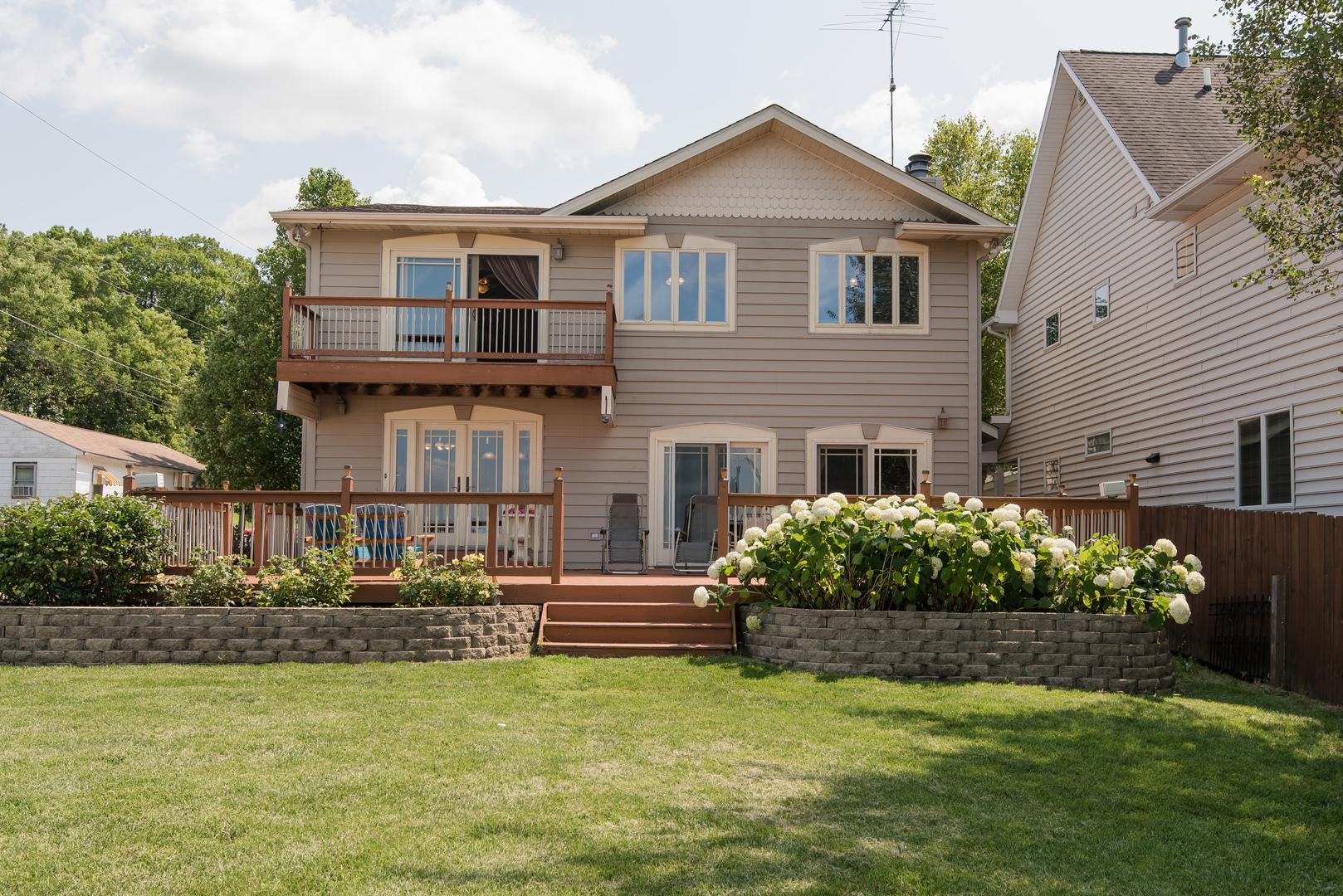 4 N Maple Avenue, Fox Lake, IL 60020
