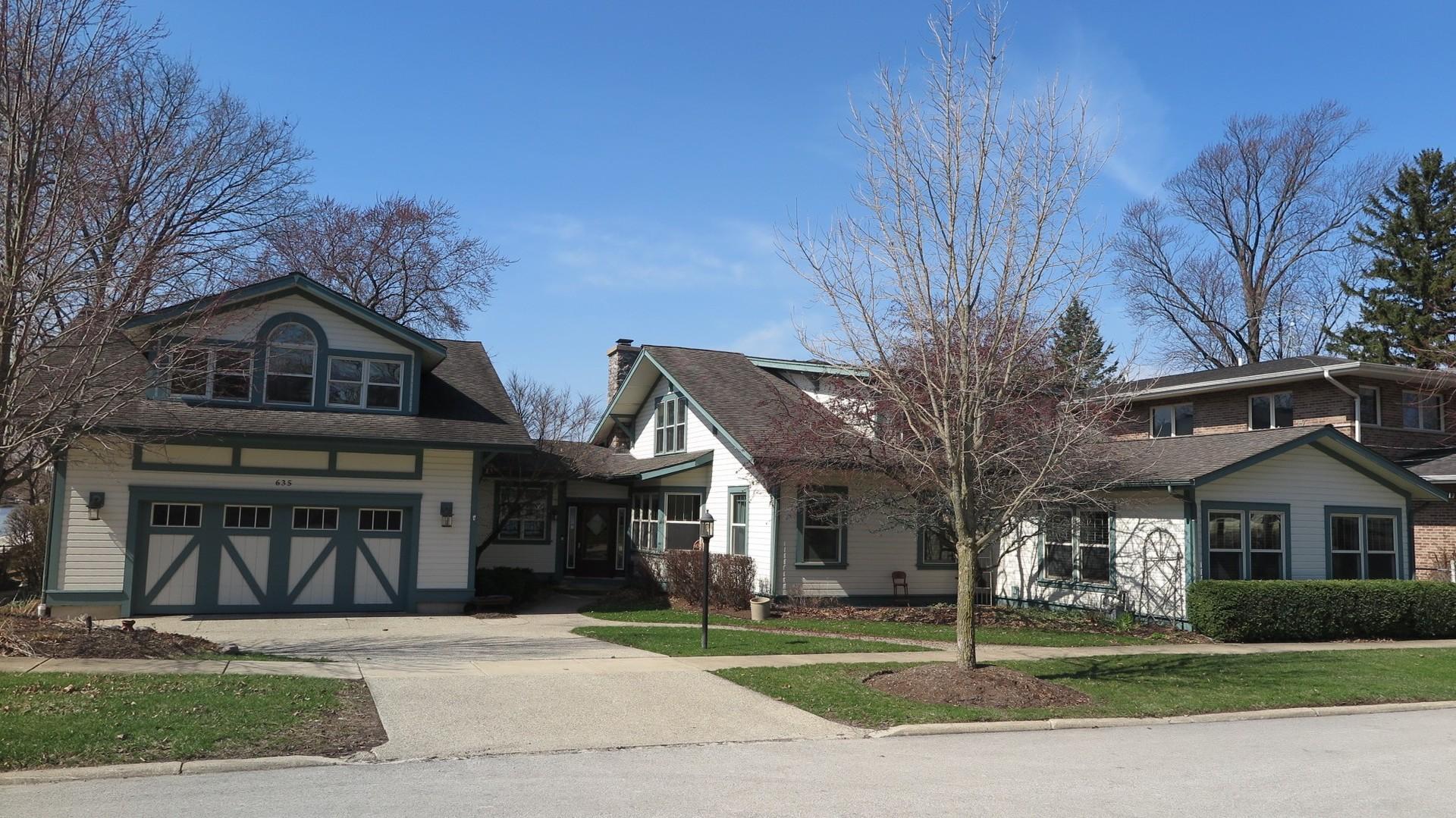 635 Leonard Parkway, Crystal Lake, IL 60014