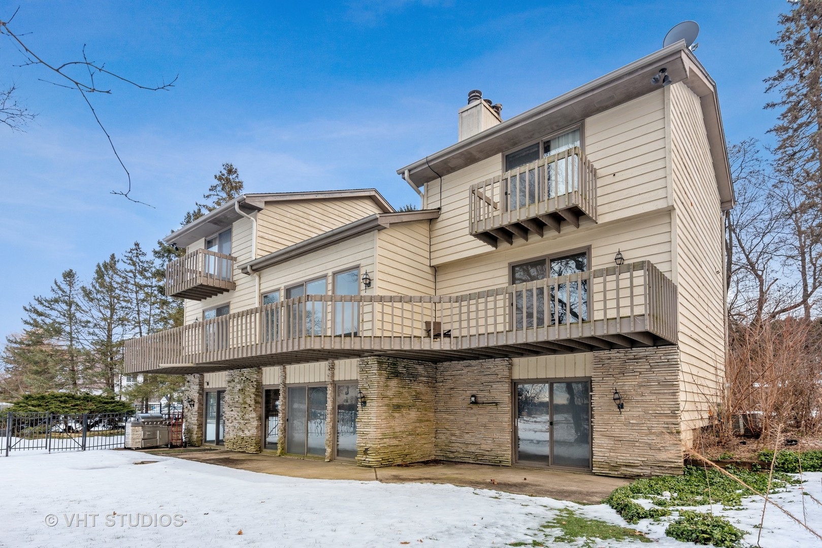 1006 Bay Road, Mchenry, IL 60051