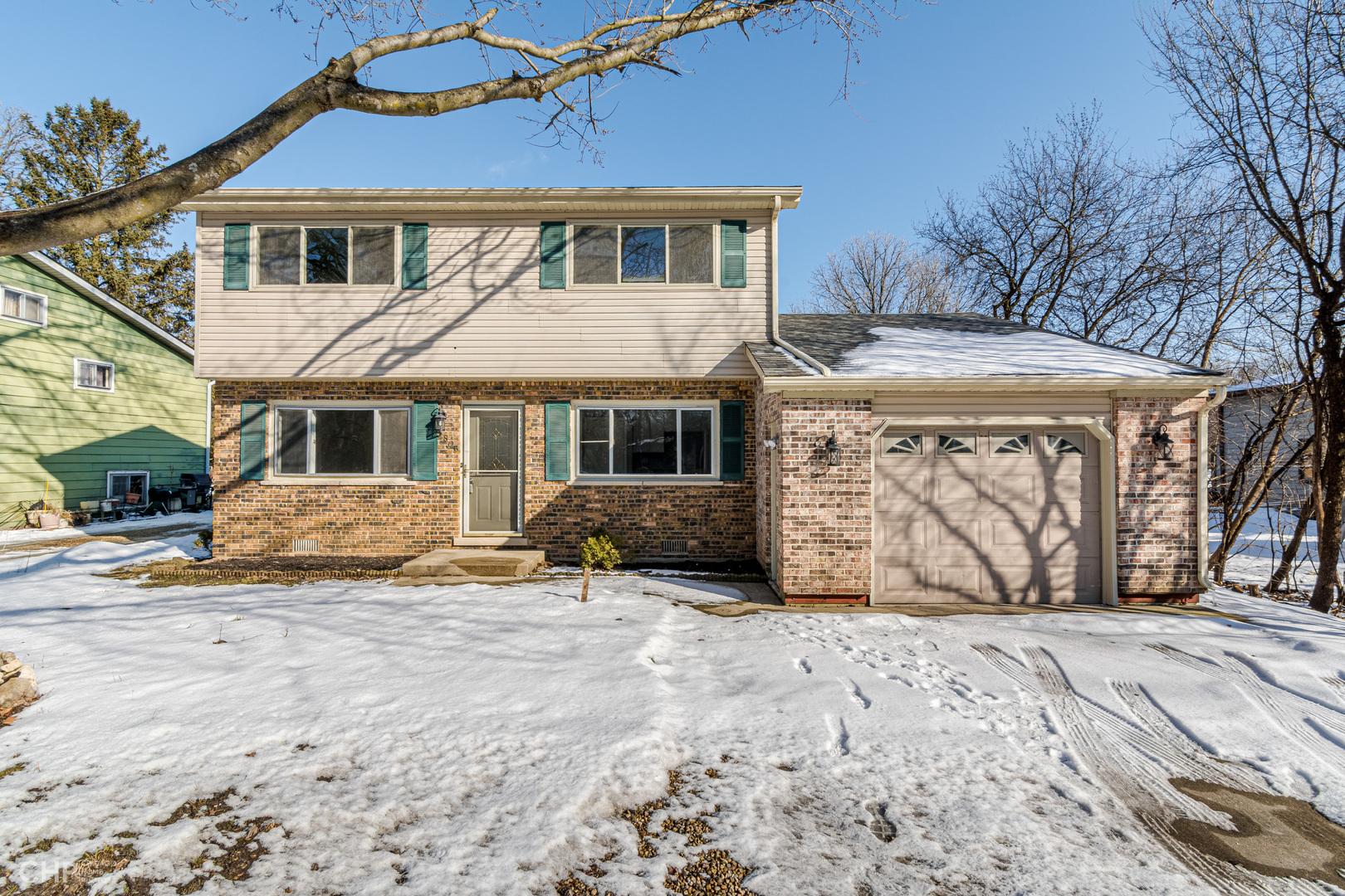 5806 Briarwood Drive, Crystal Lake, IL 60014