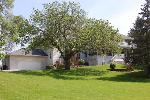 25596 W Grass Lake Road, Antioch, IL 60002