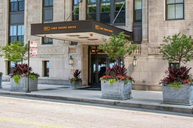 850 N Lake Shore Drive, Chicago, IL 60611