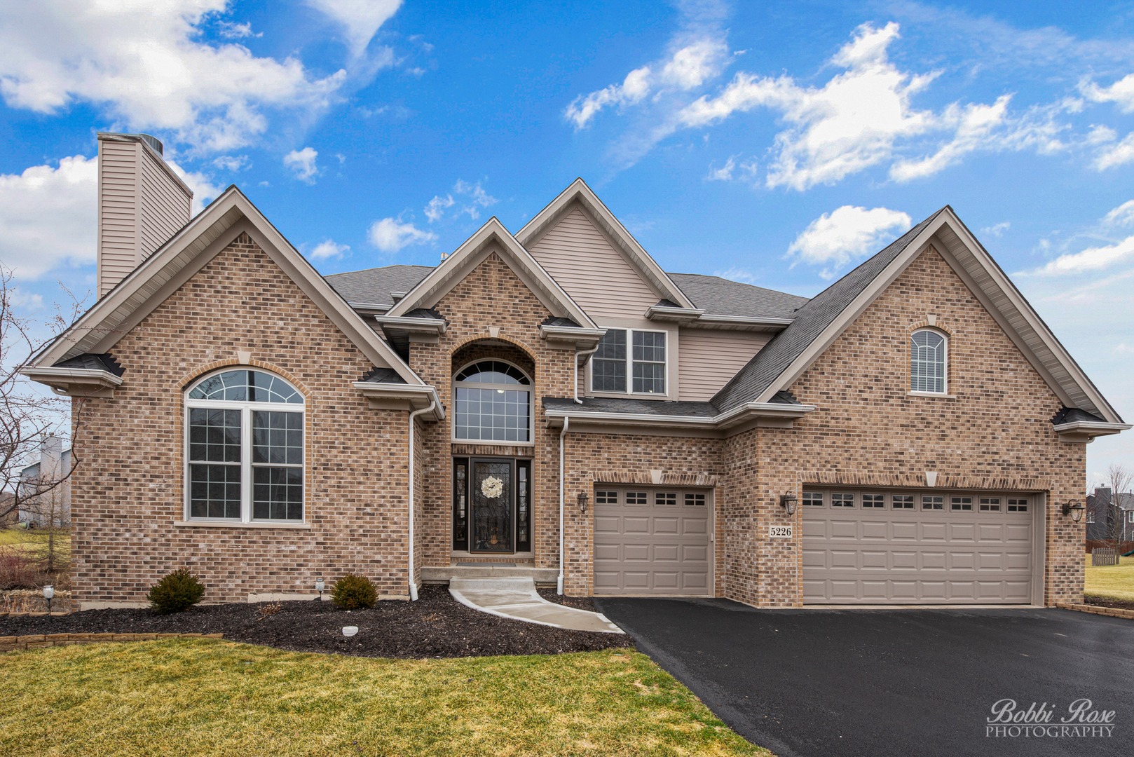 5226 Greenshire Circle, Lake In The Hills, IL 60156