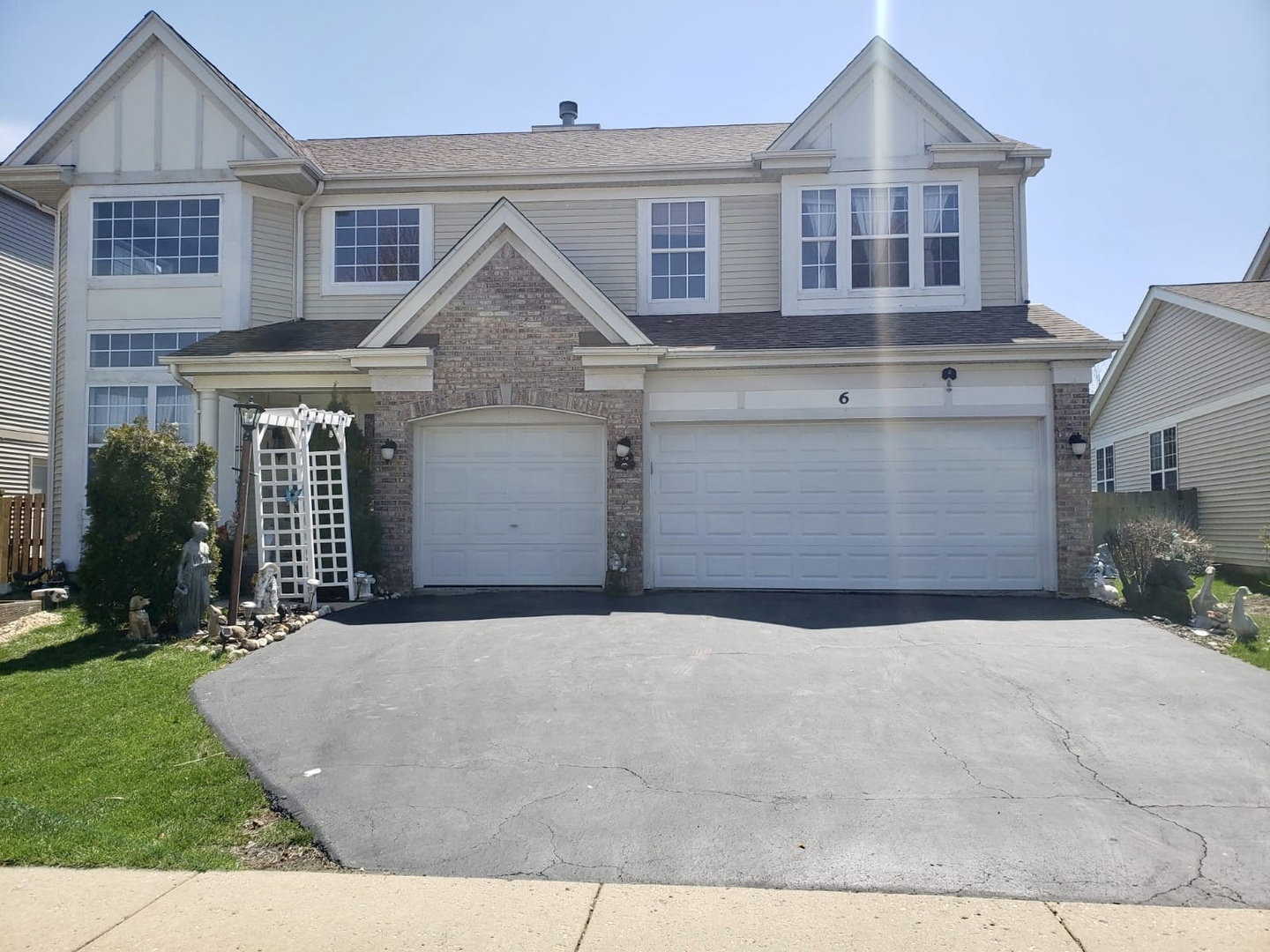 6 Litchfield Court, Lake In The Hills, IL 60156