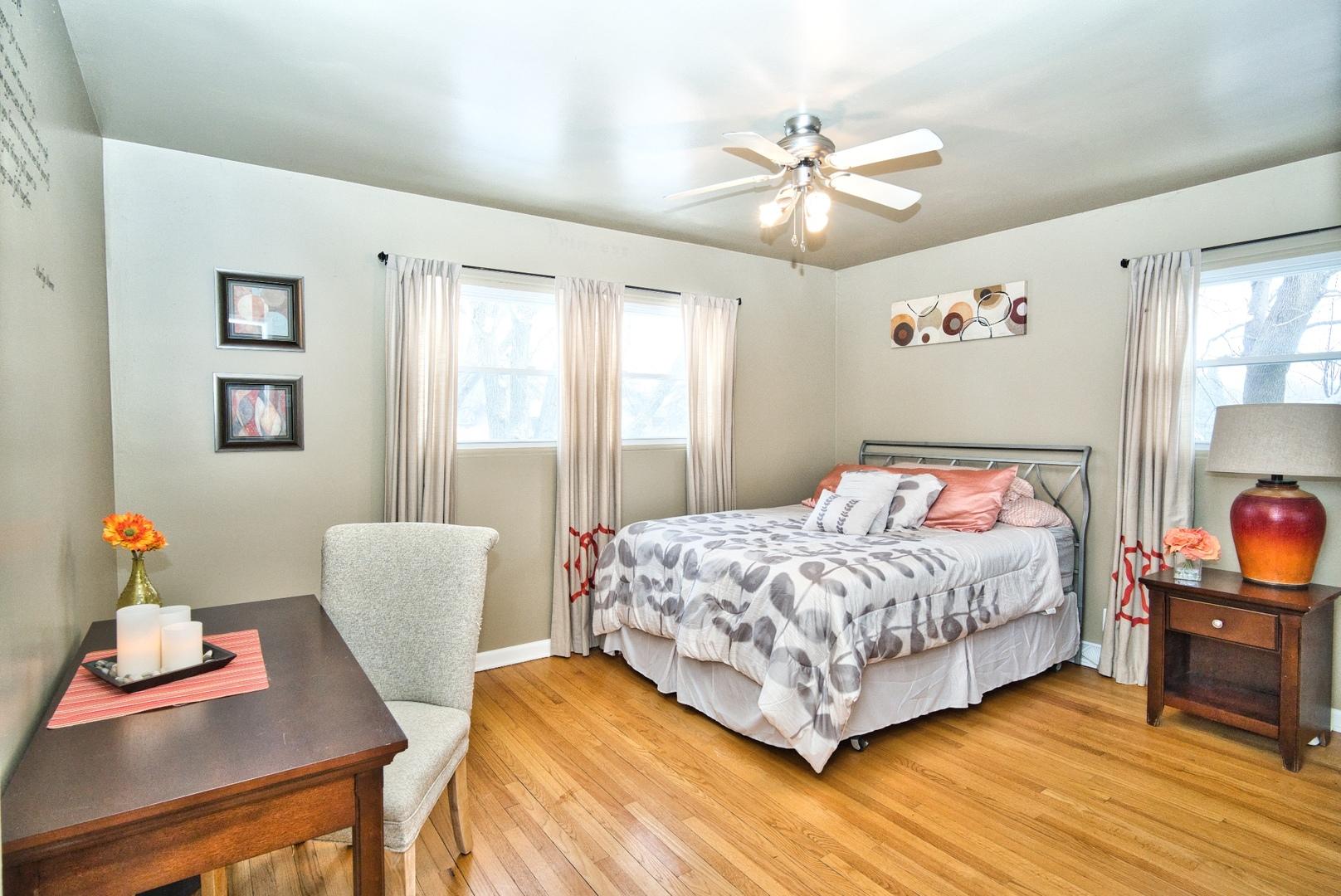 20w261 Diversey Avenue, Addison, IL 60101