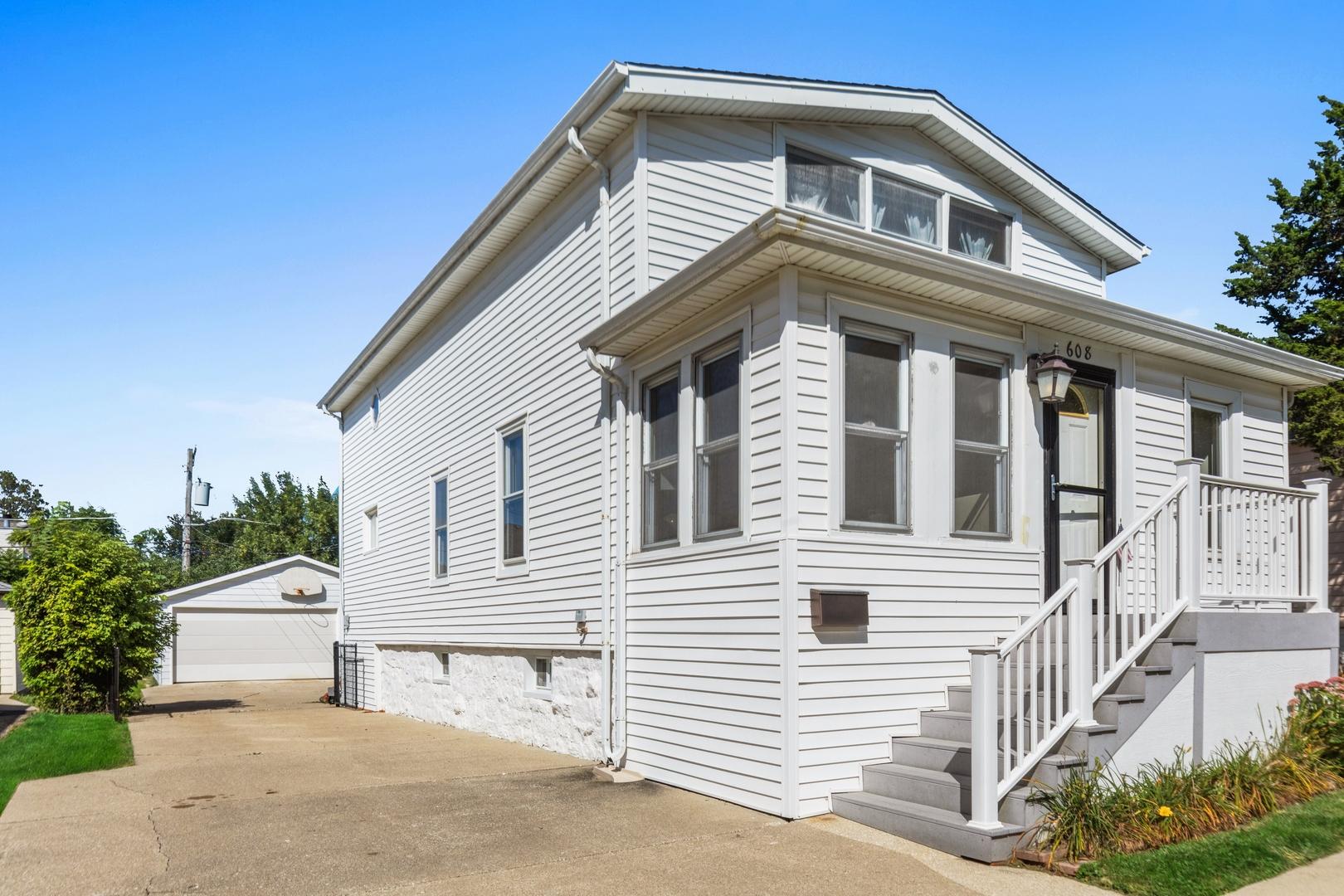 608 Prairie Avenue, Downers Grove, IL 60515