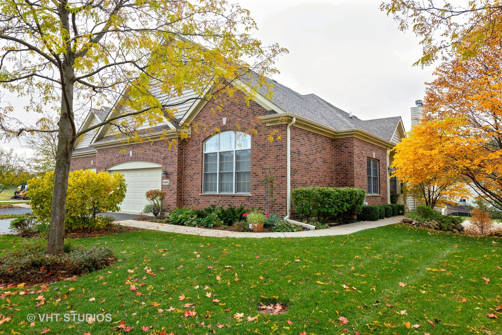 4425 Coyote Lakes Circle, Lake In The Hills, IL 60156