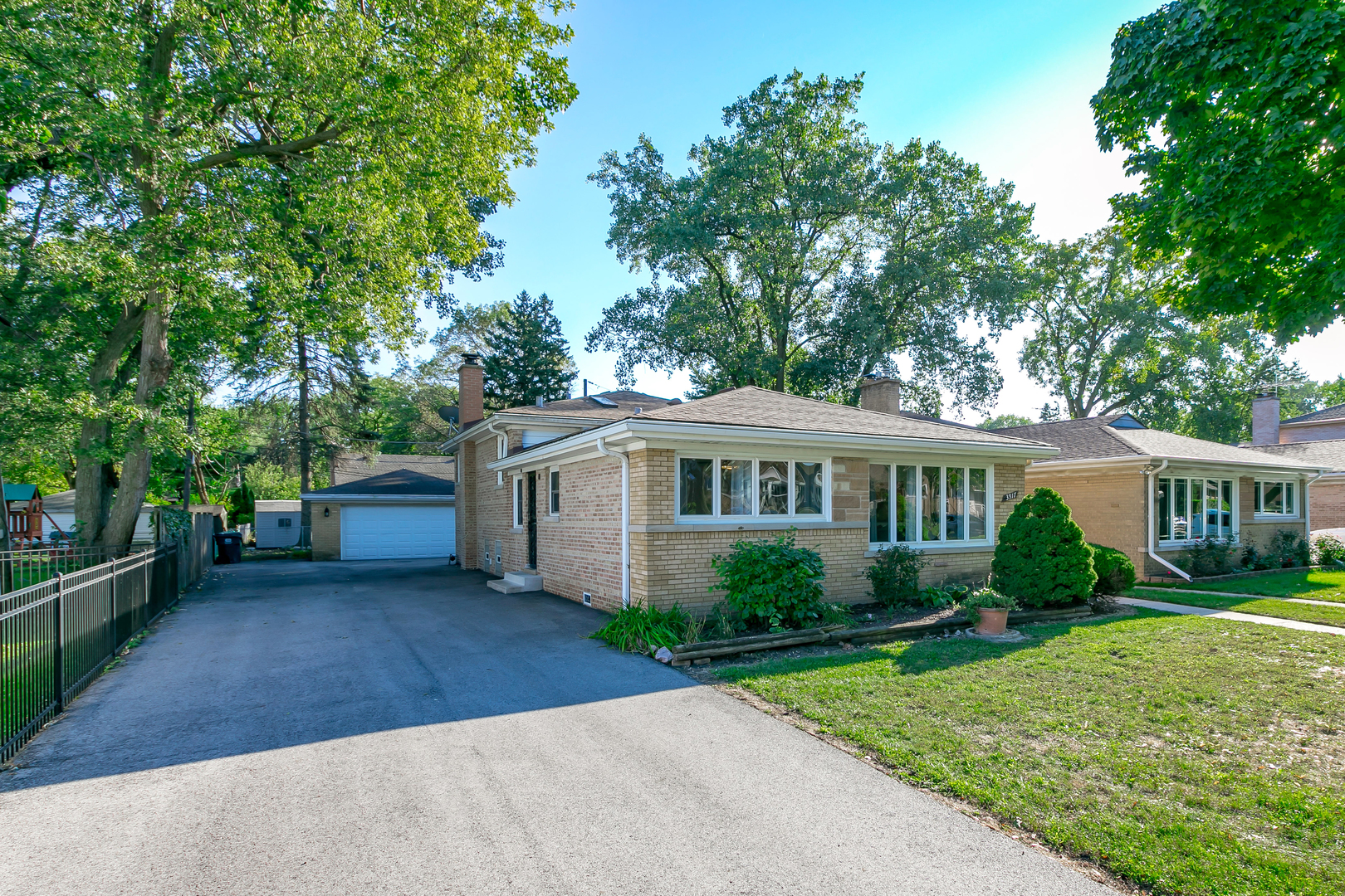 3917 Jarvis Avenue, Lincolnwood, IL 60712