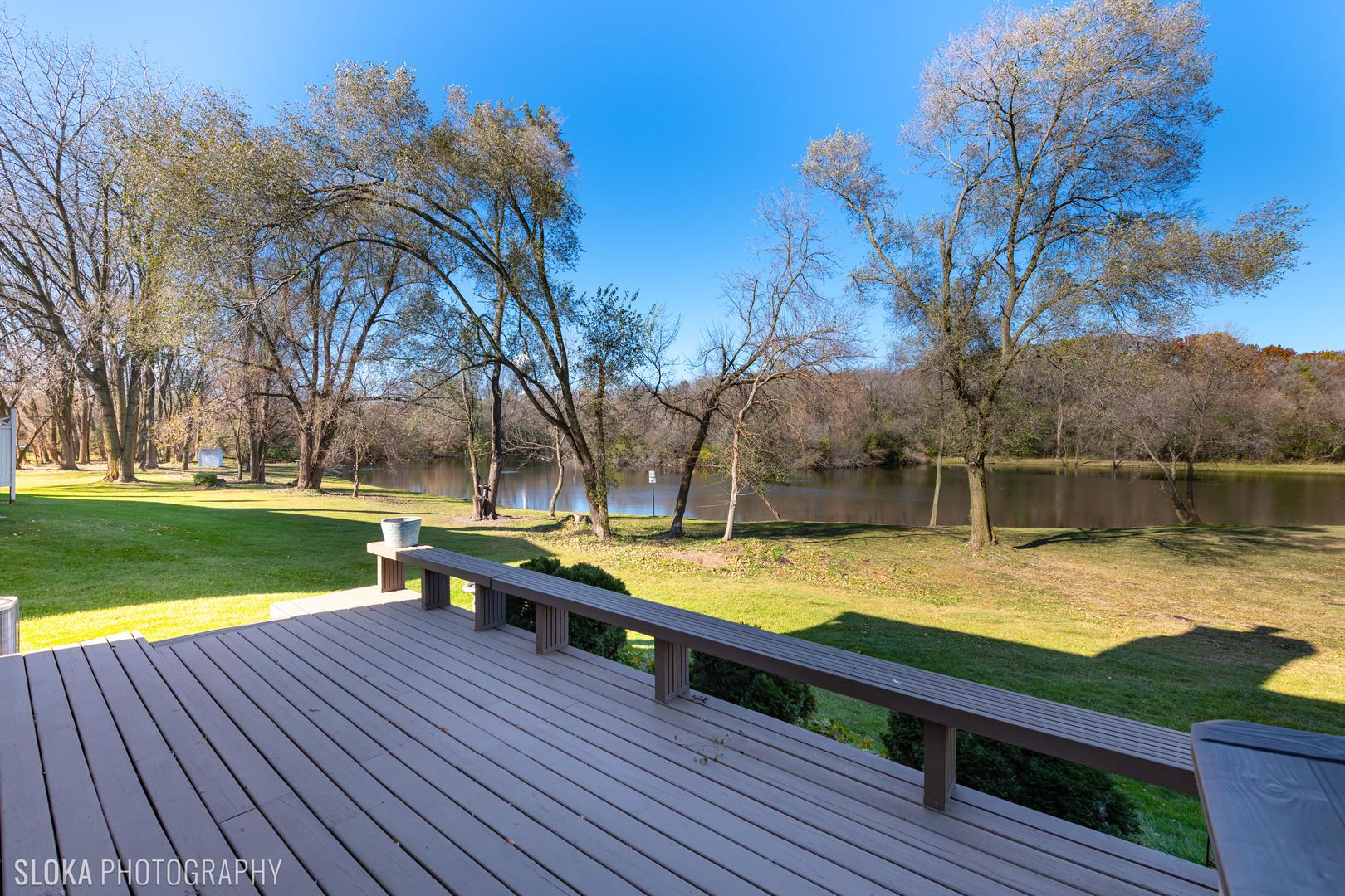 306 Hunters Circle, Fox River Grove, IL 60021