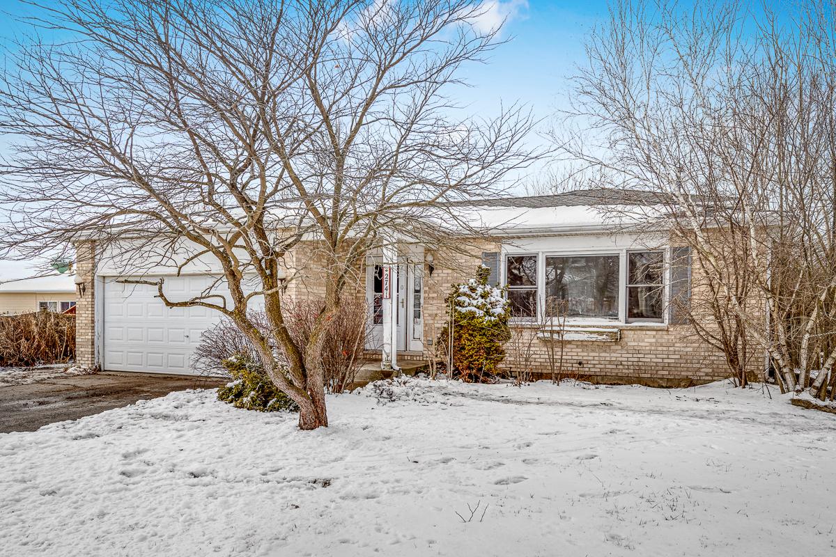 2741 Hillsboro Lane, Lake In The Hills, IL 60156