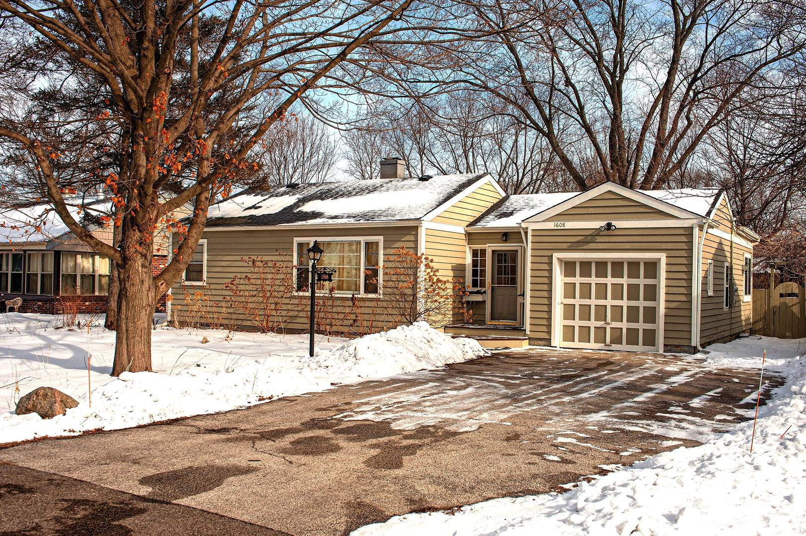 1608 Pleasant Avenue, Mchenry, IL 60050