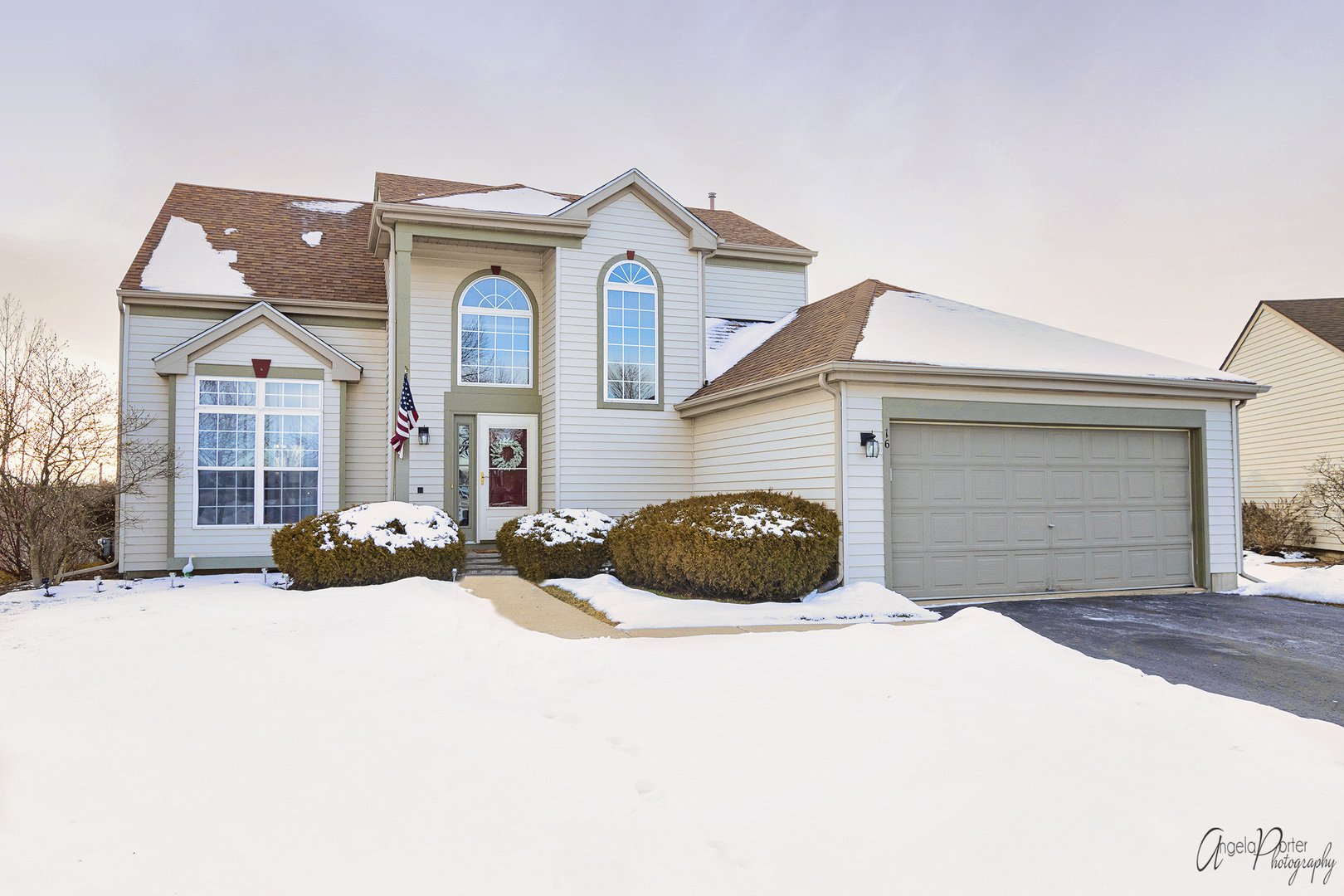16 Gail Court, Lake In The Hills, IL 60156
