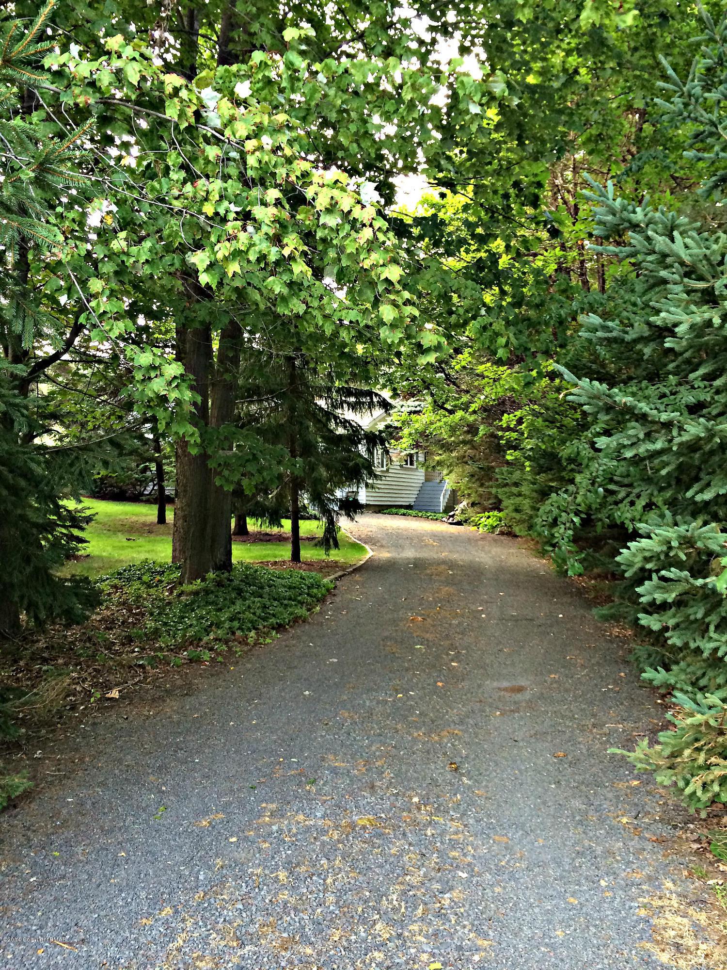 14 Shelly Ln, Mount Pocono, PA 18344