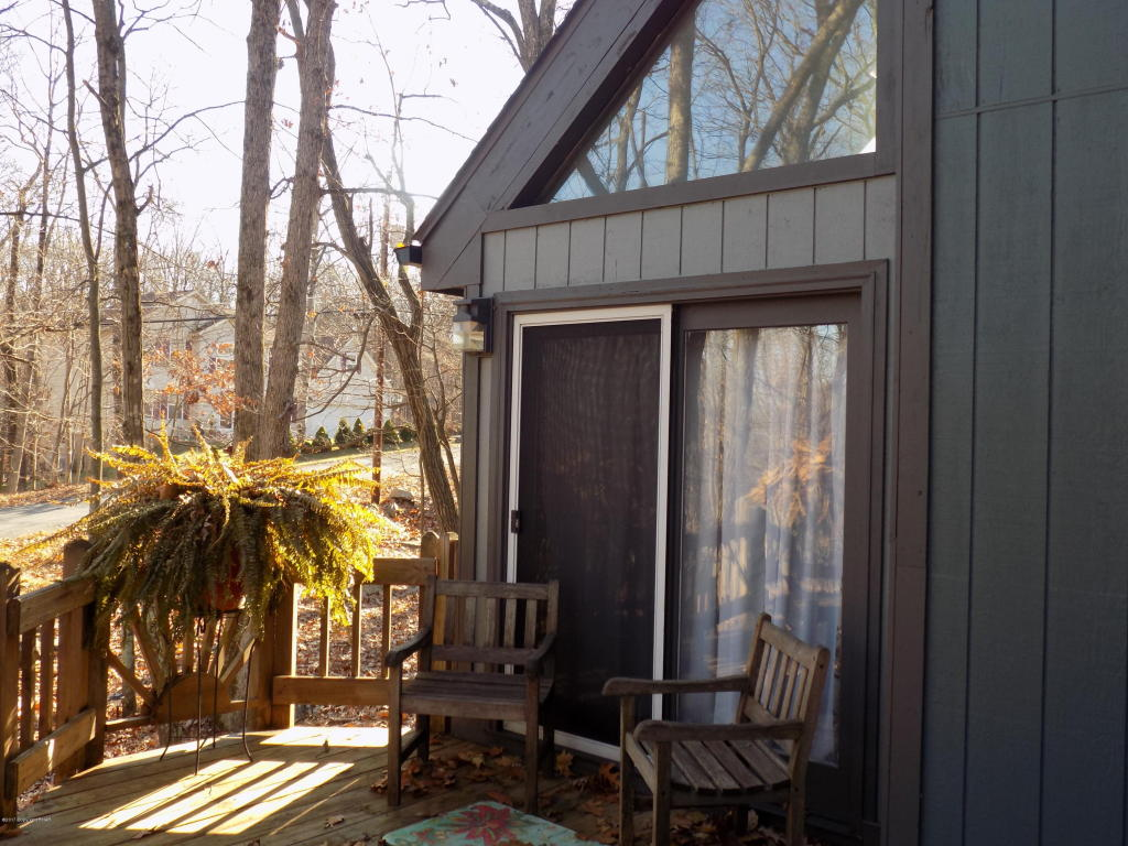257 Overlook Dr, East Stroudsburg, PA 18301