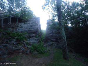 46 Split Rock Rd, Lake Harmony, PA 18624