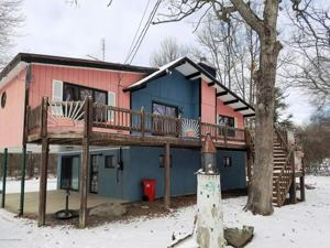 4648 West Pine Ridge Dr, Bushkill, PA 18324