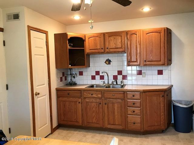 2597 Little Gap Rd, Palmerton, PA 18071