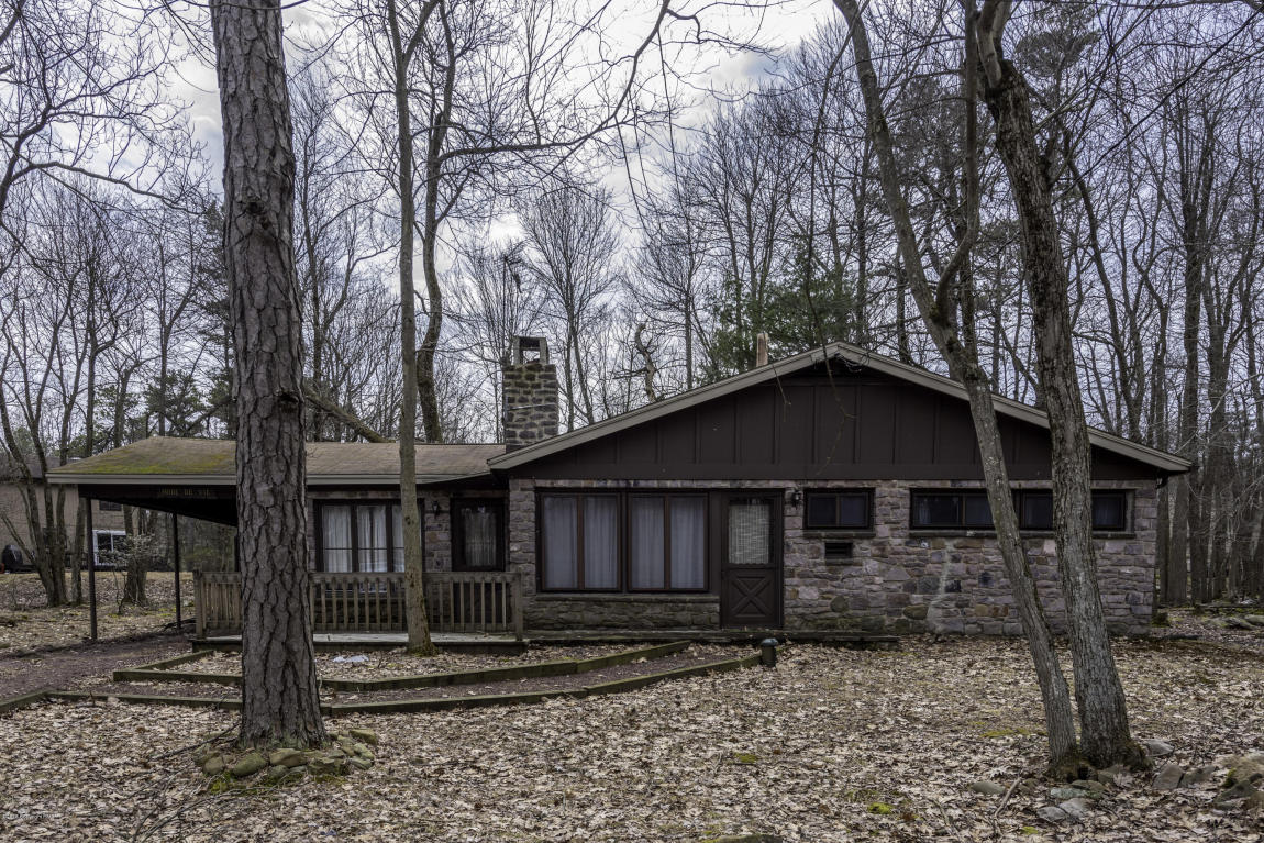 11 Red Oak Rd, Lake Harmony, PA 18624