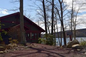 202 Midlake Dr, Lake Harmony, PA 18624