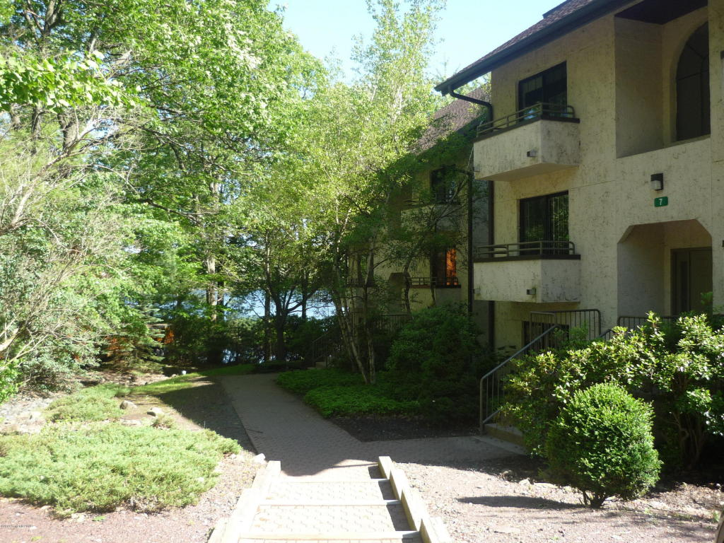 102 Unit 5 Midlake Dr, Lake Harmony, PA 18624