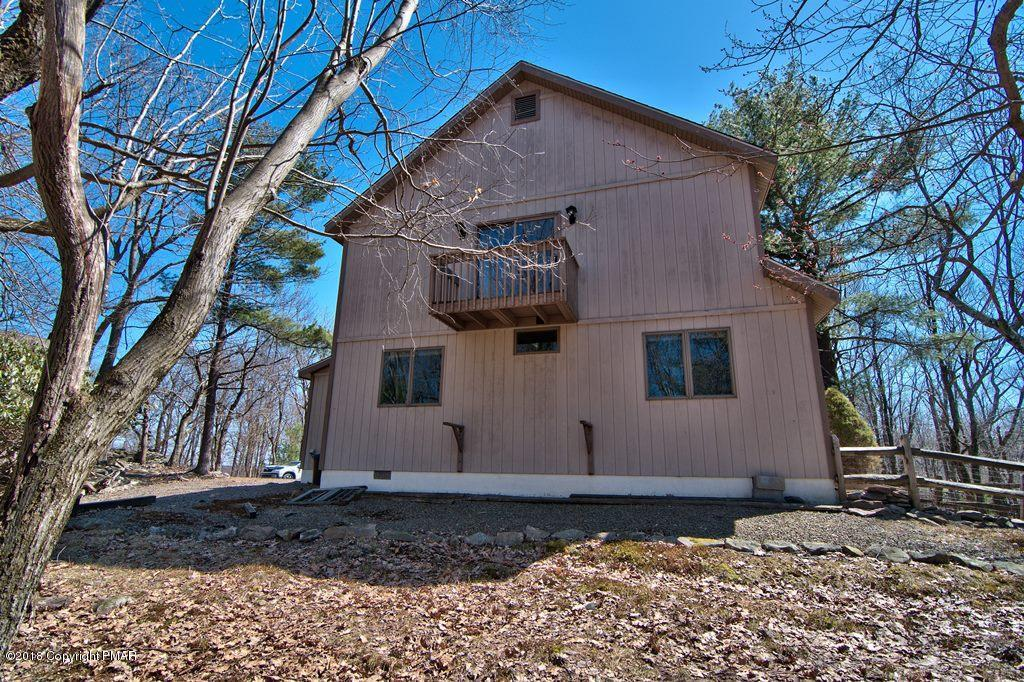 34 Pineknoll Drive, Lake Harmony, PA 18624