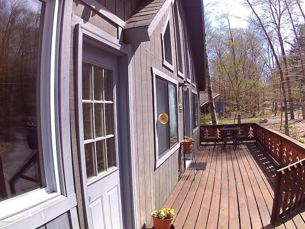 190 Tommys Ln, Pocono Lake, PA 18347