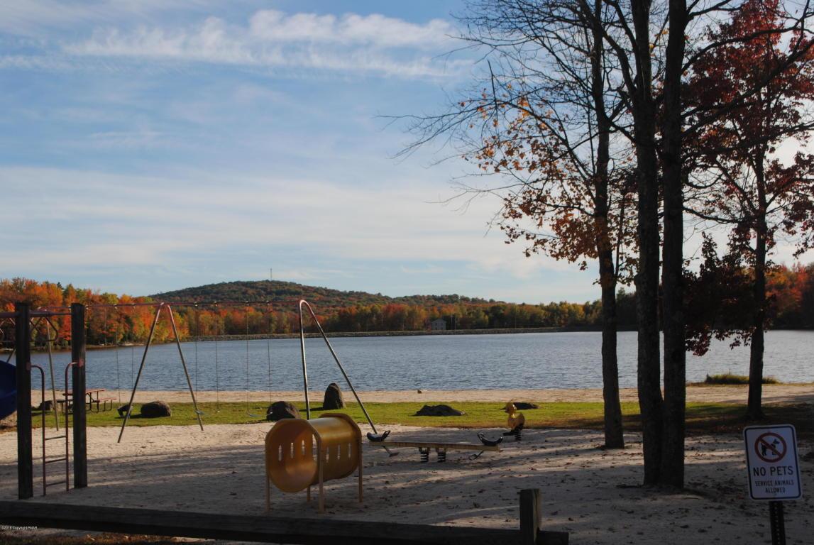221 Wyomissing Dr, Pocono Lake, PA 18347