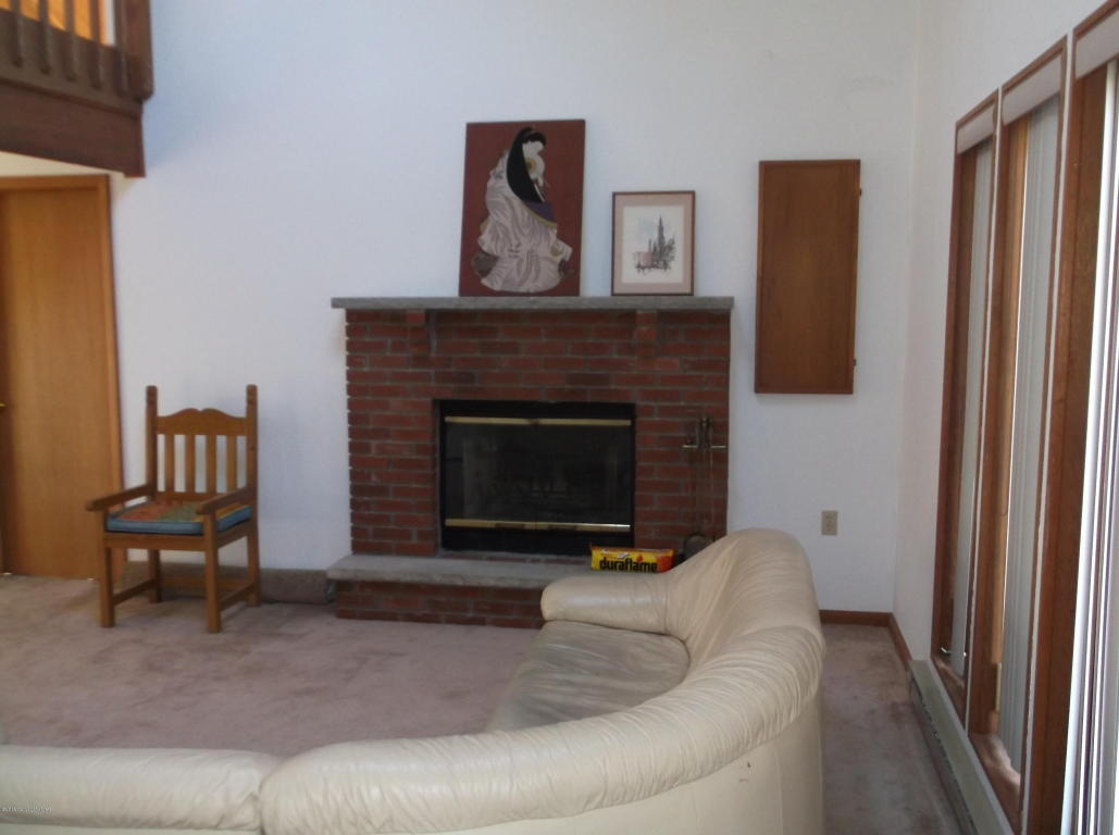 760 Clearview Dr, Long Pond, PA 18334