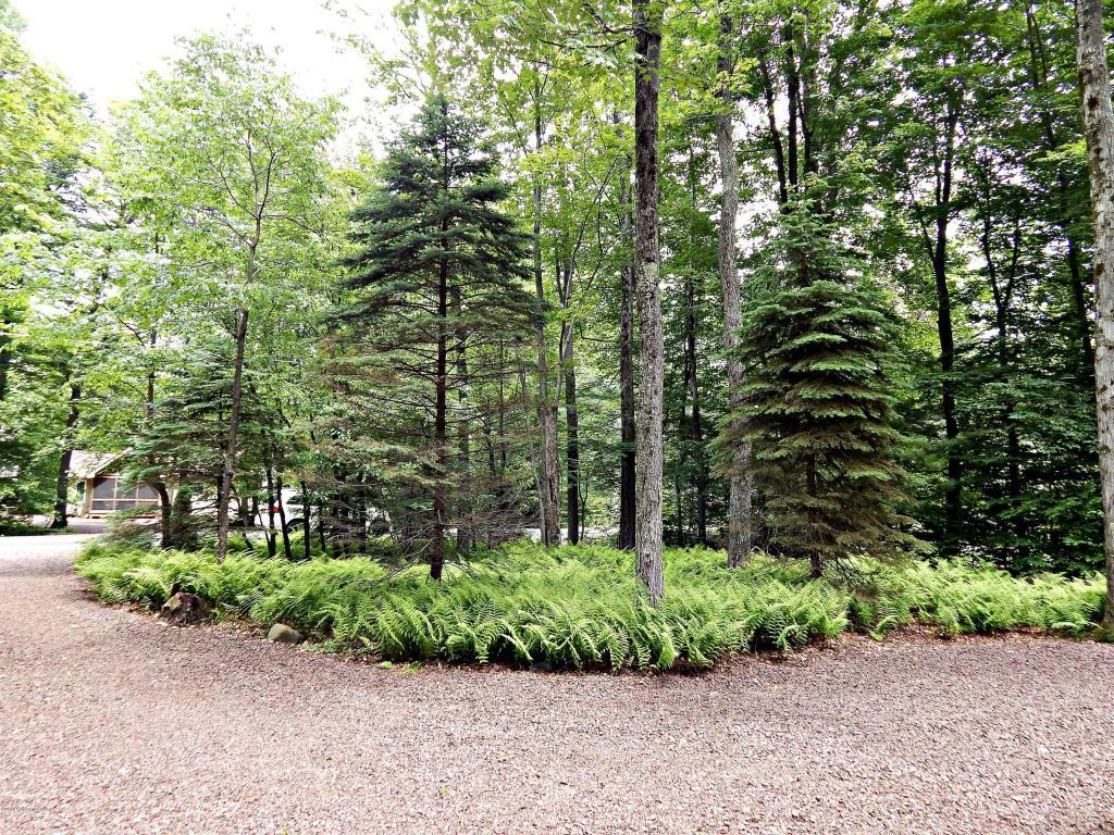 1512 Beech Spring Dr, Pocono Pines, PA 18350