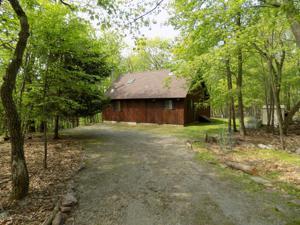 135 Algonquin Trail, Albrightsville, PA 18210