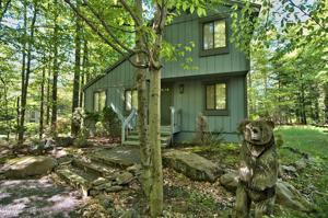 2448 Overlook Ln, Pocono Pines, PA 18350