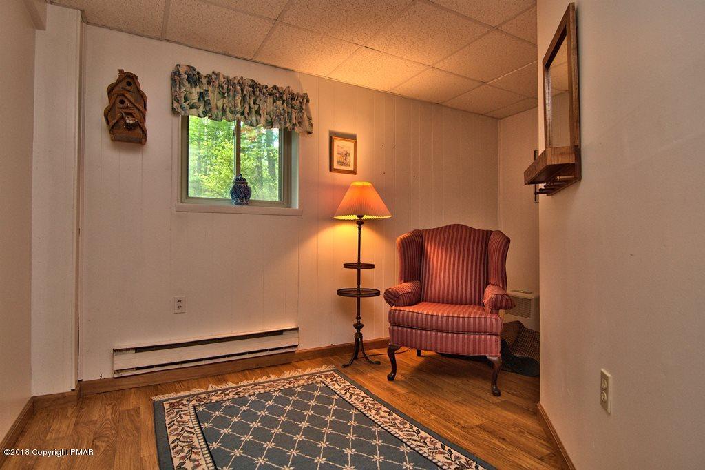 2339 Hillcrest Dr, Pocono Pines, PA 18350