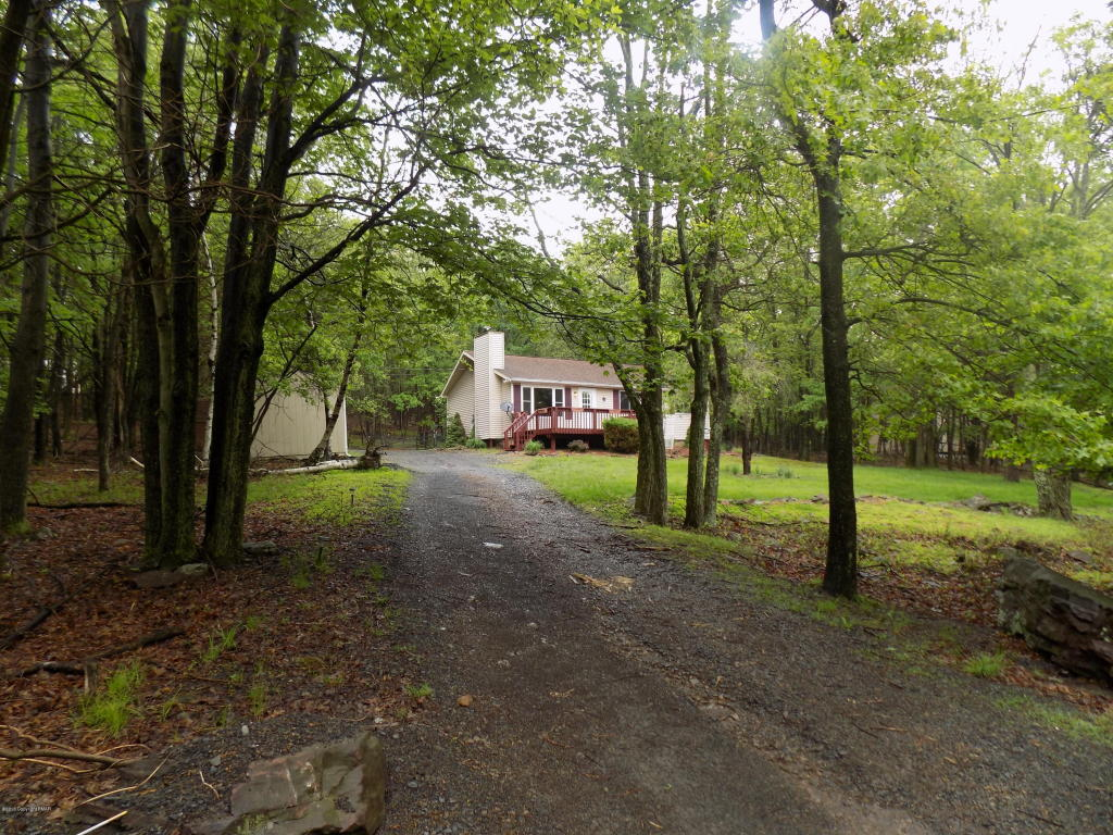 13 Iroquois Rd, Albrightsville, PA 18210