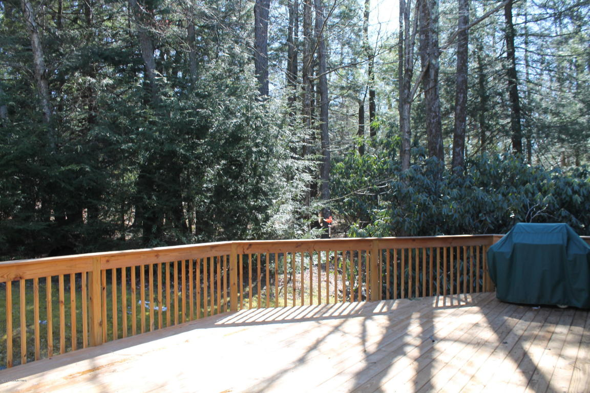 458 Brookside Dr, Pocono Pines, PA 18350