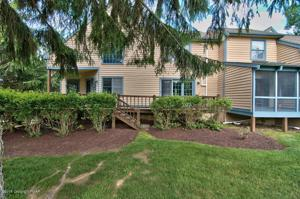 2166 Oak Hill Dr, Buck Hill Falls, PA 18323