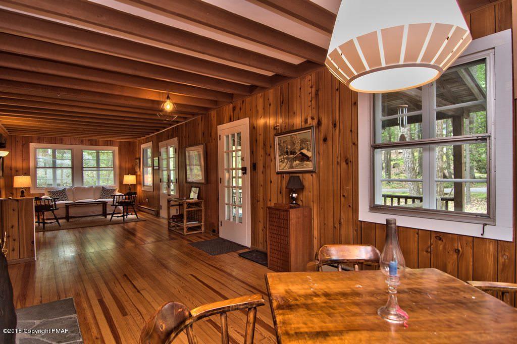 696 Lenape Ln, Buck Hill Falls, PA 18323