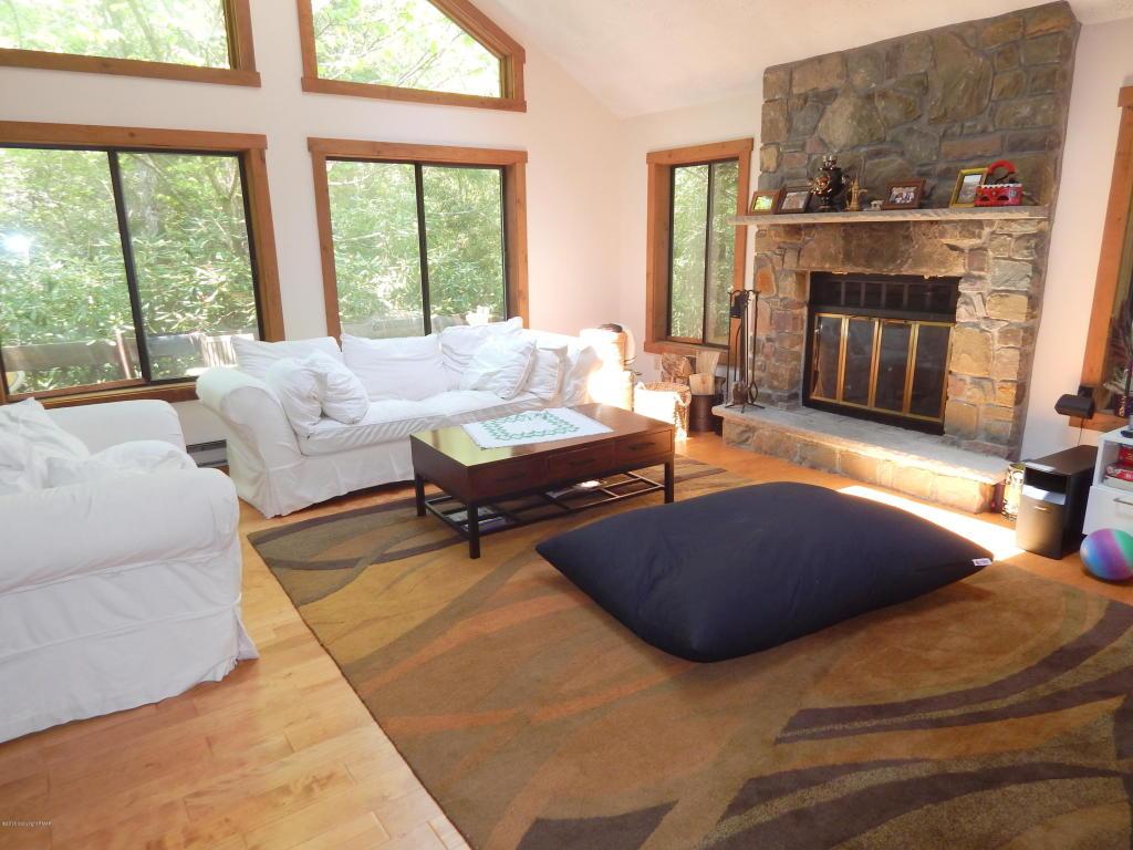313 Duster Rd, Pocono Pines, PA 18350