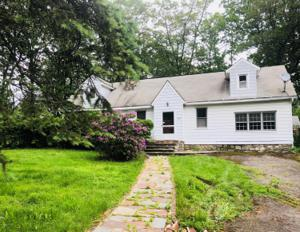419 Manor View Ave, Mount Pocono, PA 18344