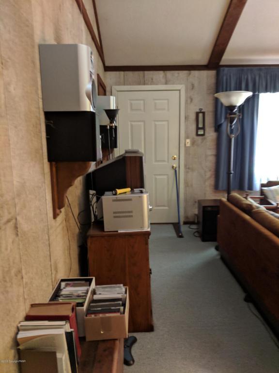 35 Norton Dr, Gouldsboro, PA 18424